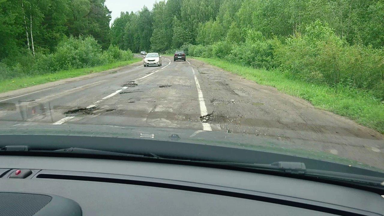 «Дорога до Глебова годна лишь для танкового биатлона»: Народный фронт составил рейтинг убитых дорог